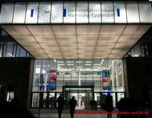 Eingang zum Hauptgebäude